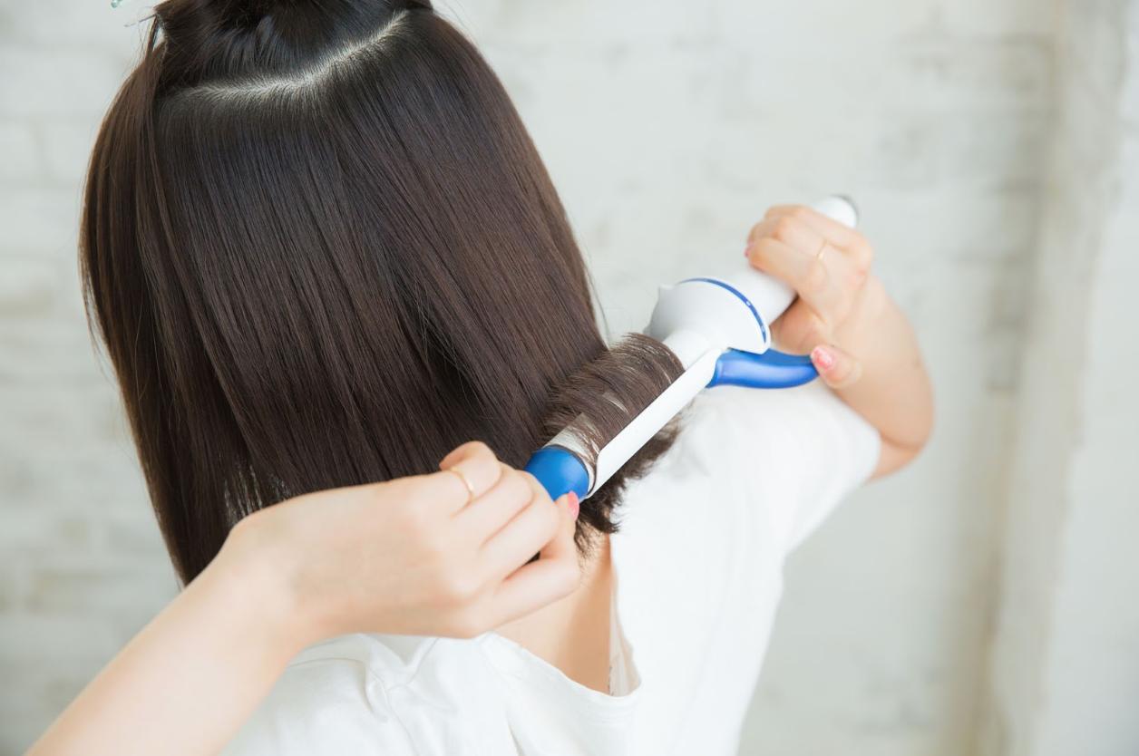 STEP2:ブロッキングして内側の髪の毛を外巻きにする